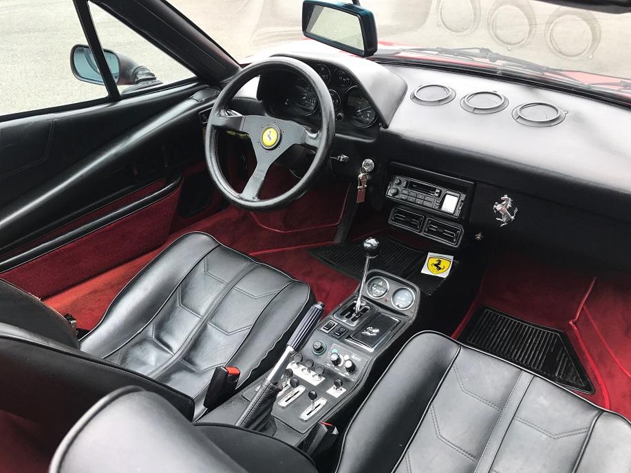 Ferrari 308 GTS intérieur
